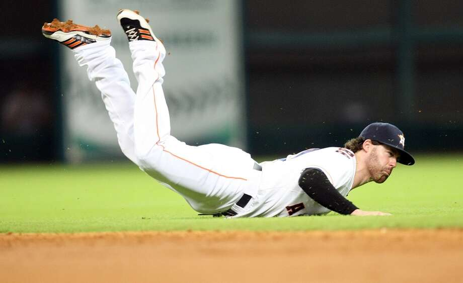 Astros second baseman Jake Elmore dives for a ball hit by Red Sox designated hitter David Ortiz. Photo: Johnny Hanson, Houston Chronicle