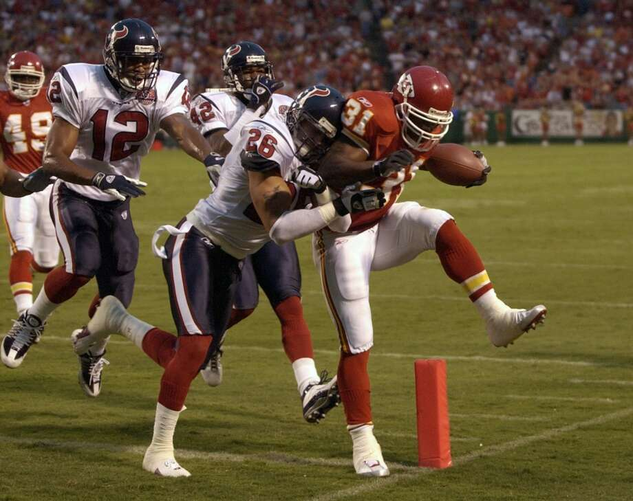 2002  Aug. 17: Chiefs 19, Texans 9  Priest Holmes and Morten Anderson accounted for all 19 points and the Texans racked up 19 penalties for over 100 yards in the loss to the Chiefs. Photo: Smiley N. Pool, Houston Chronicle
