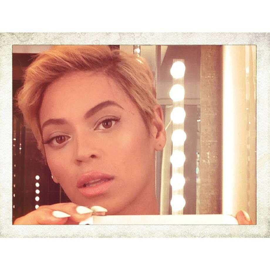 Then, Beyoncé stunned the world when she posted a picture of a new short 'do 