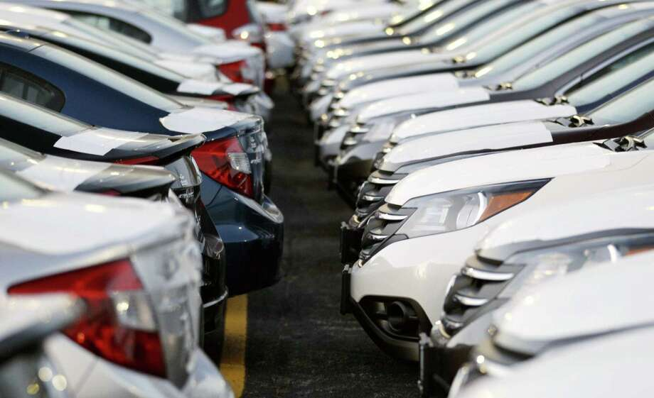 What Edmunds recommends: Get quotes online before settling on a model. Edmunds says you can avoid the hard sell by getting the car delivered to your home.Read more on Edmunds Photo: Nam Y. Huh, STF / AP