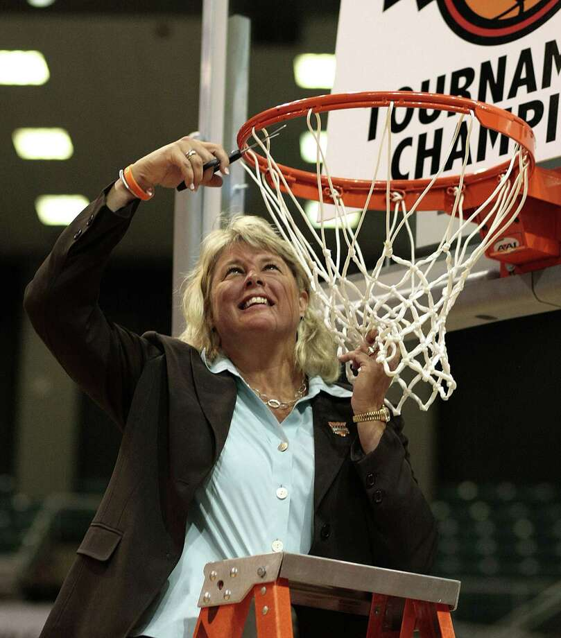 Rae Rippetoe-Blair holds UTSA basketball records for most wins (216) and seasons coached (13). Photo: Bob Levey / Associated Press