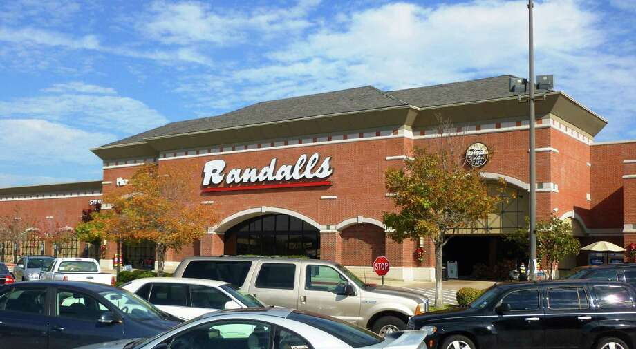 Although this longtime grocer recently closed its Randalls Flagship earlier this year, it is remodeling several of its Houston locations and has plans to open more in Texas. Although there may be fewer of these supermarkets in your neighborhood, the chain still operates more than 100 stores in Texas.