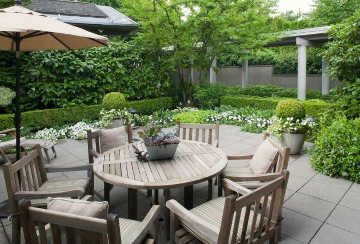 Entry courtyard of 2000 Faben Drive, on Mercer Island. It's listed for $6.9 million.