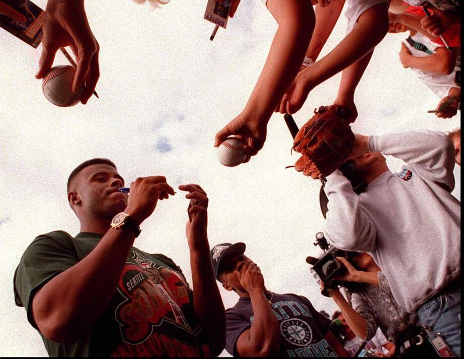 Playing with the Triple-A Rainiers on his rehab assignment, Griffey signs autographs Aug. 11, 1995, at Cheney Stadium in Tacoma.  Photo: Tom Marks, Seattle P-I Archives