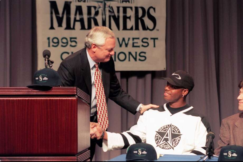 Mariners president Chuck Armstrong, left, congratulates Ken Griffey Jr. after Griffey signed his new contract extension worth $34 million Jan. 31, 1996, in Orlando, Fla.