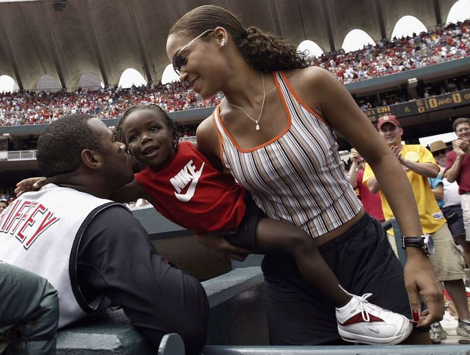 Griffey kisses his son Tevin, 2, as wife Melissa looks on after he hit his 500th career homer June 20, 2004, in St. Louis.  Photo: Dilip Vishwanat, Getty Images