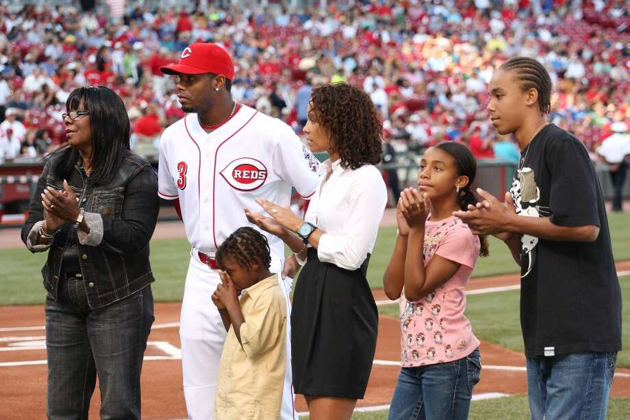 When the Reds returned to Cincinnati on June 17, 2008, the team held a ceremony to honor Griffey's 600th career home run. Here he poses with his family at the Great American Ballpark.