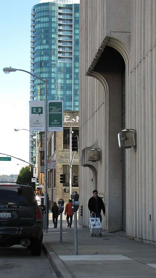 Embarcadero Substation  401 Folsom St. Photo: John King, The Chronicle