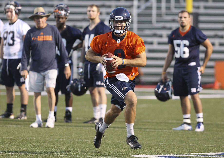 UTSA quarterback Eric Soza completed 166 of 282 passes (58.9 percent) for 2,085 yards and 20 touchdowns last season. The senior from Beeville is on the Manning Award watch list. Photo: Photos By Kin Man Hui / San Antonio Express-News