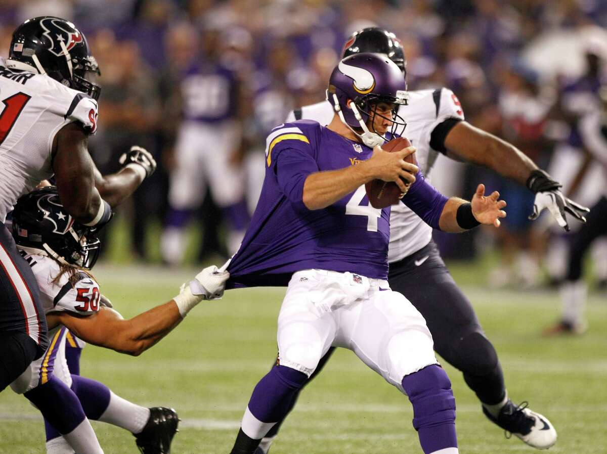 Texans linebacker Bryan Braman gets a fistful of Vikings quarterback McLeod Bethel-Thompson's jersey to help bring him down.
