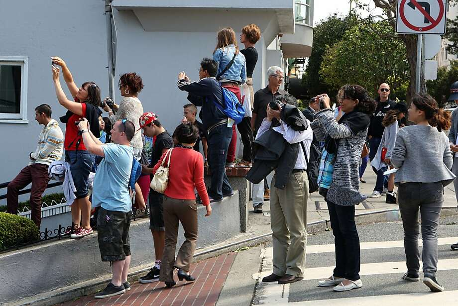 The hordes take in the sight of an ever-popular tourist magnet, the famed crooked section of Lombard Street. Photo: Liz Hafalia, The Chronicle