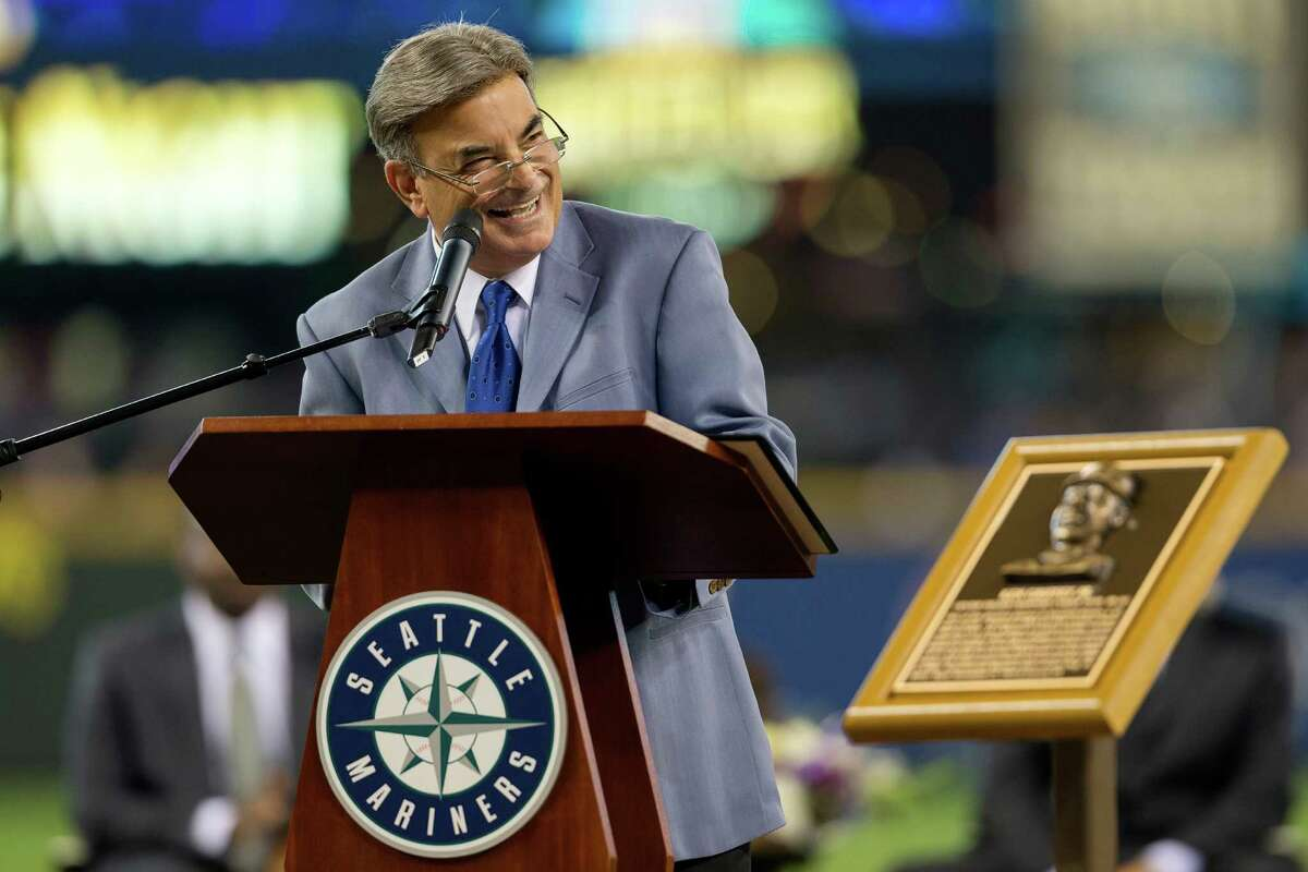 Broadcaster Rick Rizzs speaks during the ceremony.