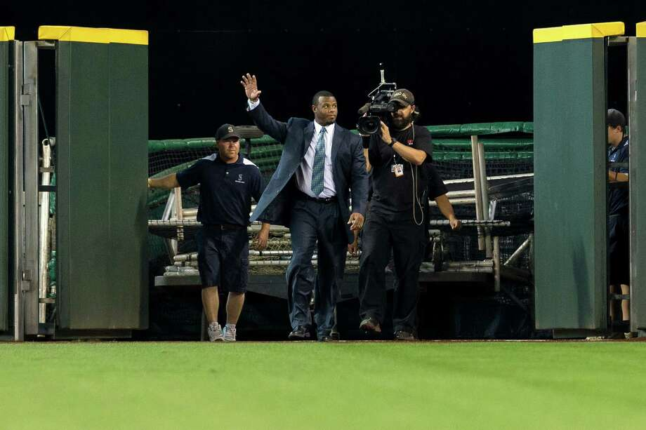 Ken Griffey Jr. enters the field through the center-field gates. Photo: JORDAN STEAD, SEATTLEPI.COM / SEATTLEPI.COM