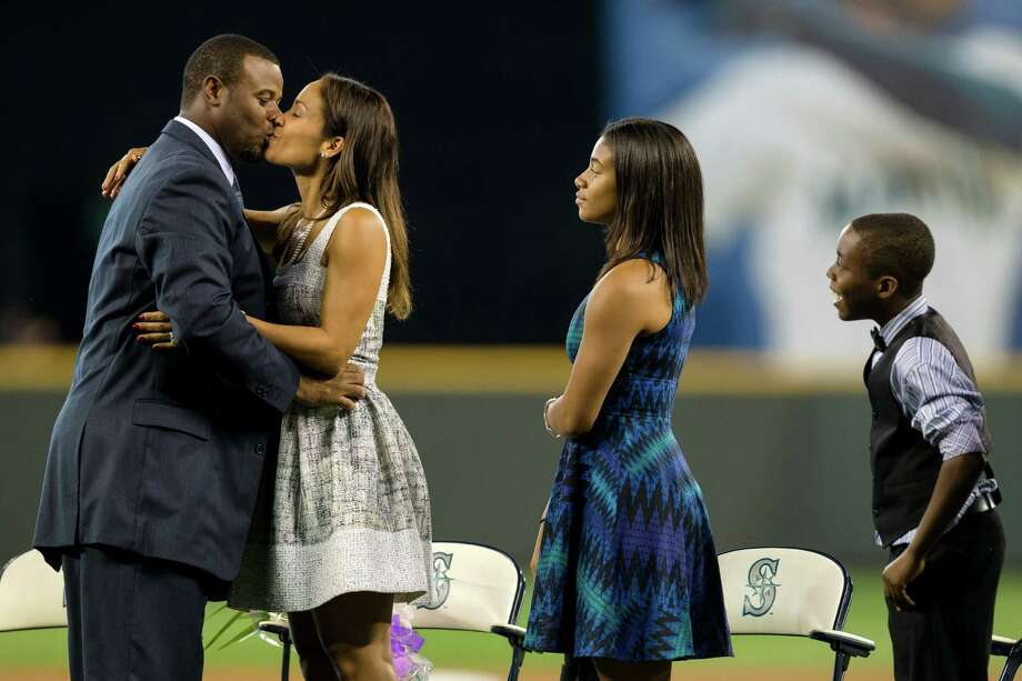 Ken Griffey Jr., left, kisses his wife, Melissa Griffey, center left, and greets his family. Photo: JORDAN STEAD, SEATTLEPI.COM / SEATTLEPI.COM