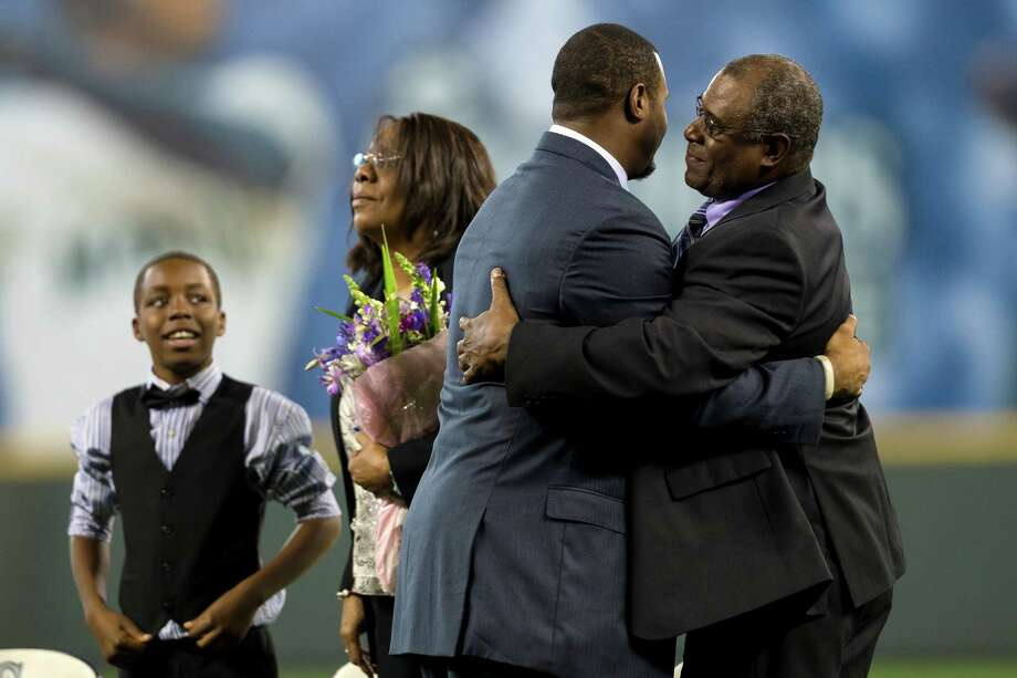 Ken Griffey Jr., center right, greets his father, Ken Griffey Sr., right, at the beginning of the induction ceremony. Photo: JORDAN STEAD, SEATTLEPI.COM / SEATTLEPI.COM