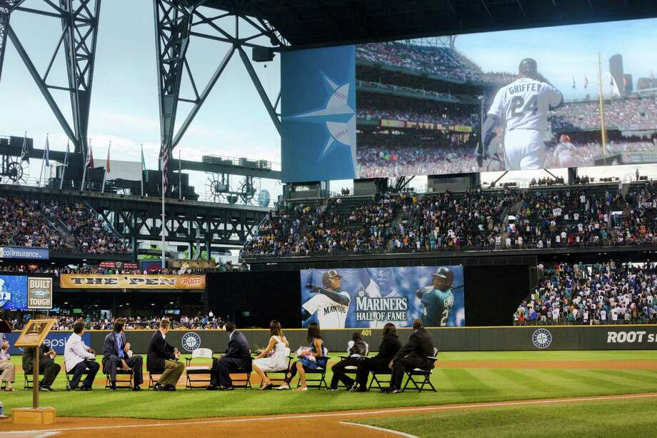 A sold-out crowd of over 46,000 watched. Photo: JORDAN STEAD, SEATTLEPI.COM / SEATTLEPI.COM