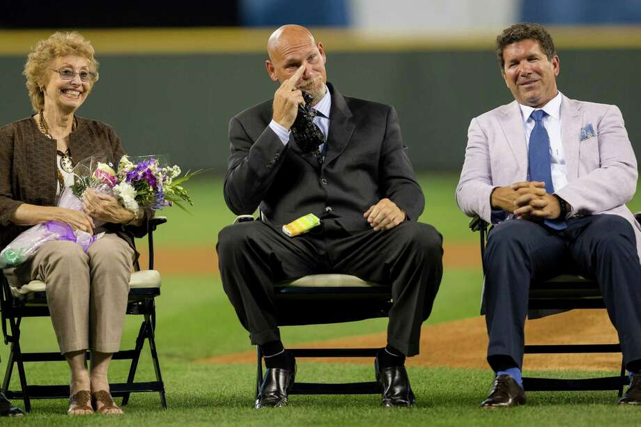 Jay Buhner, center, jokingly flips a subtle bird at Ken Griffey Jr. after breaking down in tears and having Kleenex thrown at him. Photo: JORDAN STEAD, SEATTLEPI.COM / SEATTLEPI.COM