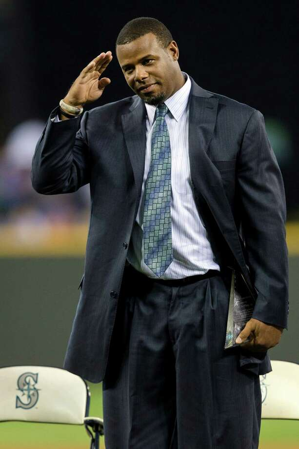 Griffey gives a final salute after being inducted. Photo: JORDAN STEAD, SEATTLEPI.COM / SEATTLEPI.COM