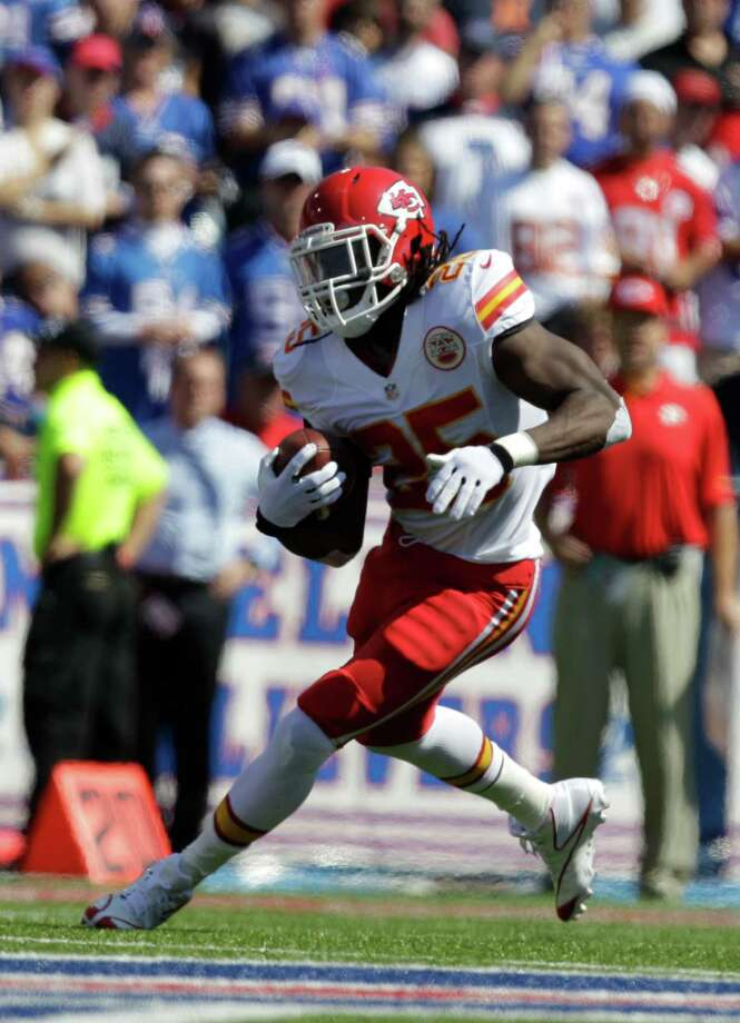 Kansas City Chiefs' Jamaal Charles runs during the first half of an NFL football game against the Buffalo Bills in Orchard Park, N.Y., Sunday, Sept. 16, 2012. (AP Photo/Gary Wiepert) Photo: Gary Wiepert, FRE / FR170498 AP