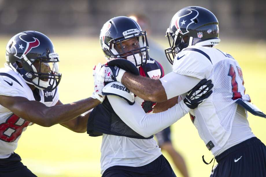 Michael Smith (86), Elbert Mack (43) and Alec Lemon (17) run a special teams drill. Photo: Brett Coomer, Chronicle