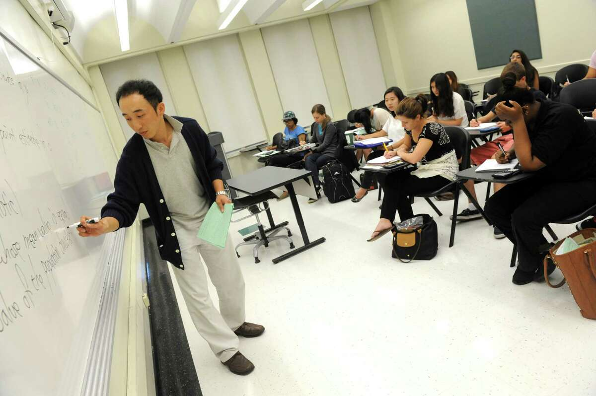 Professor Jae Yong Choi teaches a class on statistics Tuesday afternoon, Aug. 6, 2013, at the University at Albany in Albany, N.Y. (Michael P. Farrell/Times Union)