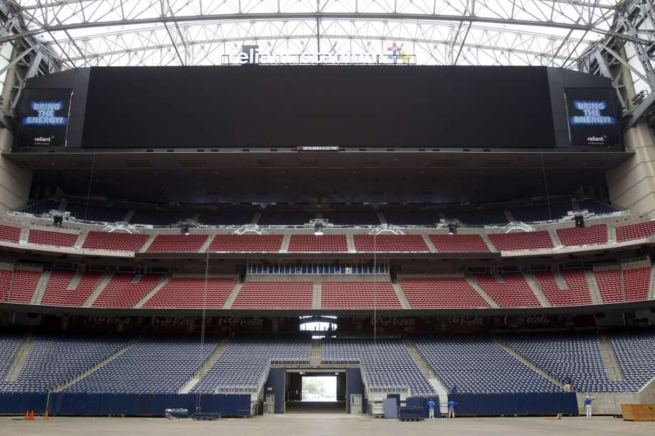 Reliant StadiumReliant's new boards stretch 277.17 feet (92.4 yards, almost the length of a football field) by 52.49 feet above each end zone. Photo: Brett Coomer, Houston Chronicle