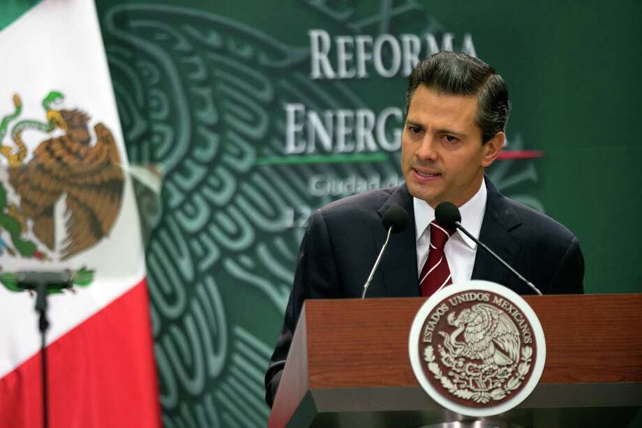 Enrique Peña Nieto, Mexico's president, discusses his legislation for energy reform Monday at Los Pinos, the presidential residence, in Mexico City. Photo: Susana Gonzalez / © 2013 Bloomberg Finance LP