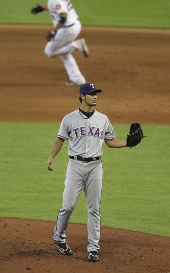 Aug. 12: Rangers 2, Astros 1  Carlos Corporan rounds the bases (in
