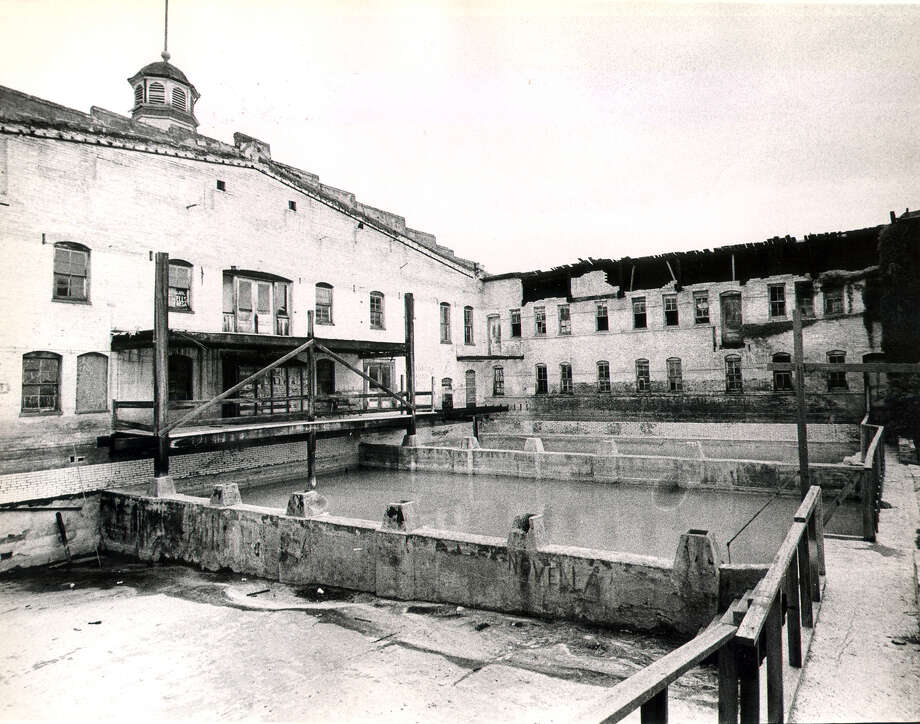 Pools in the back of the Hot Wells Hotel Photo: San Antonio Express-News File Photo / SAN ANTONIO EXPRESS-NEWS