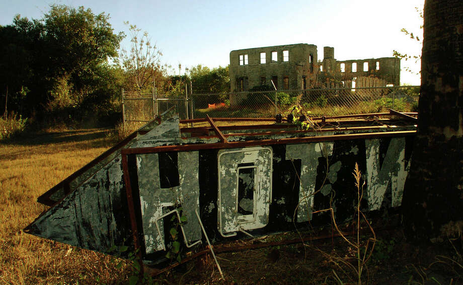 The ruins of the Hot Wells Resort and Spa, which dates to the 1890s, are located off of South Presa. It once hosted the famous. It burned down four times. Friday, Nov. 18, 2005. Photo: BILLY CALZADA, San Antonio Express-News / SAN ANTONIO EXPRESS-NEWS