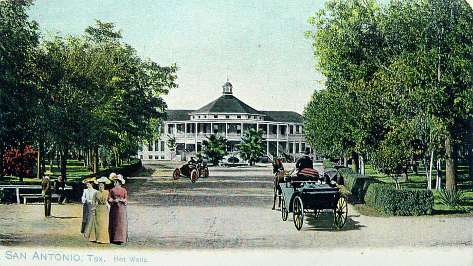 An undated post card of the Hot Wells Resort and Spa. Photo: BILLY CALZADA, San Antonio Express-News / SAN ANTONIO EXPRESS-NEWS