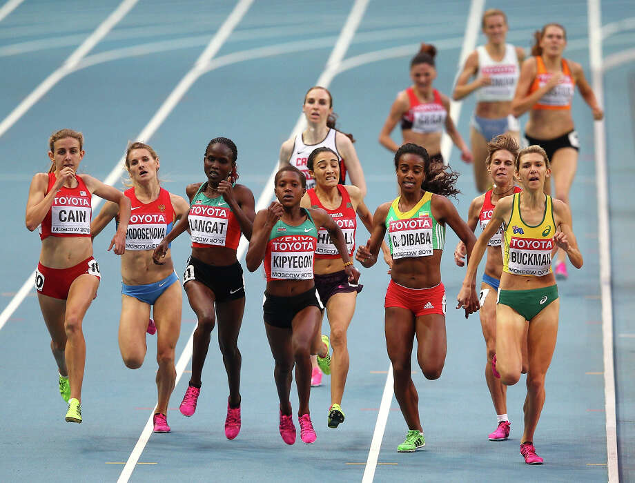 (L-R) Faith Chepngetich Kipyegon of Kenya and Zoe Buckman of Australia compete in the Women's 1500 metres semi final during Day Four of the 14th IAAF World Athletics Championships Moscow 2013 at Luzhniki Stadium on August 13, 2013 in Moscow. Photo: Cameron Spencer, Getty Images / 2013 Getty Images