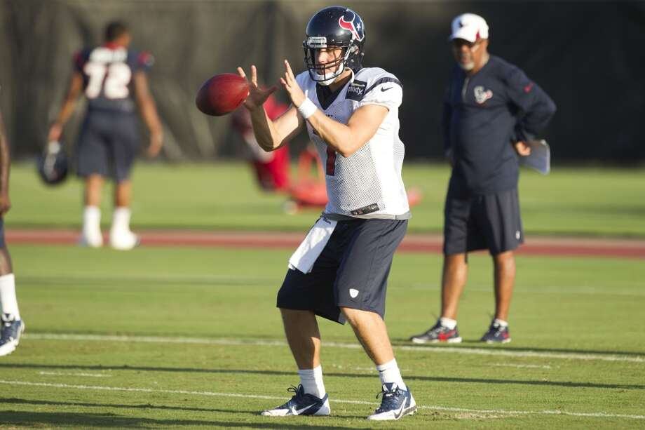 Quarterback Case Keenum takes a snap in the shotgun. Photo: Brett Coomer, Chronicle