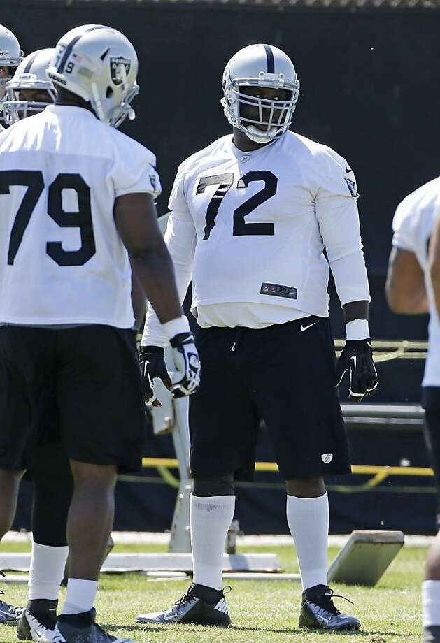 Andre Gurode (72), a former Pro Bowl center, has been working at right guard as injuries plague the line. Photo: Eric Risberg, Associated Press