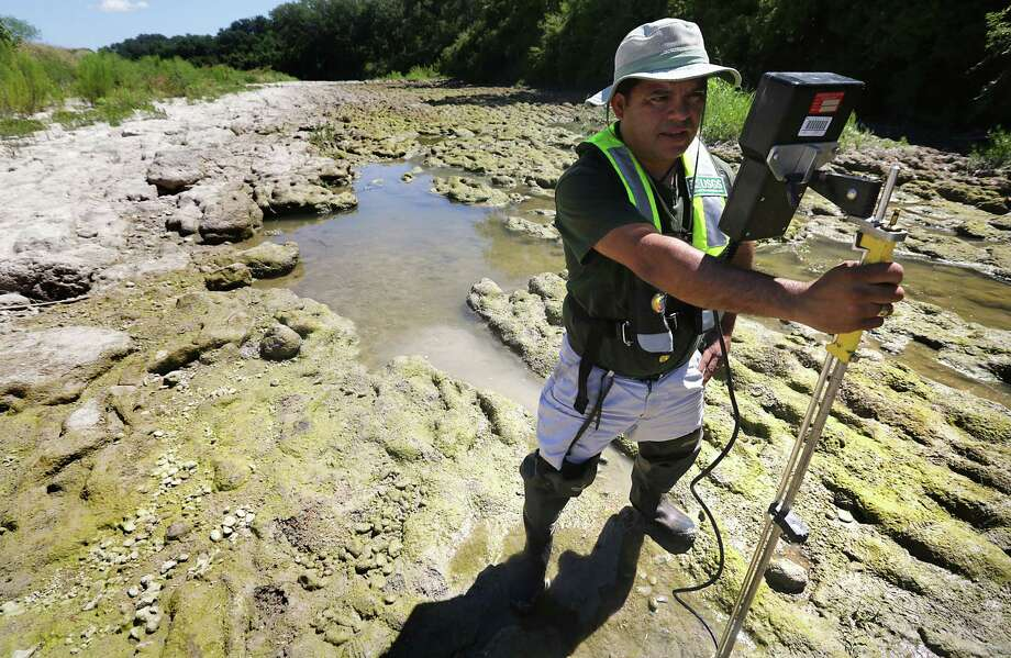 Vidal Mendoza, a USGS hydrologic technician, attempts to take a flow reading on the Guadalupe River at Spring Branch. Photo: Bob Owen / San Antonio Express-News