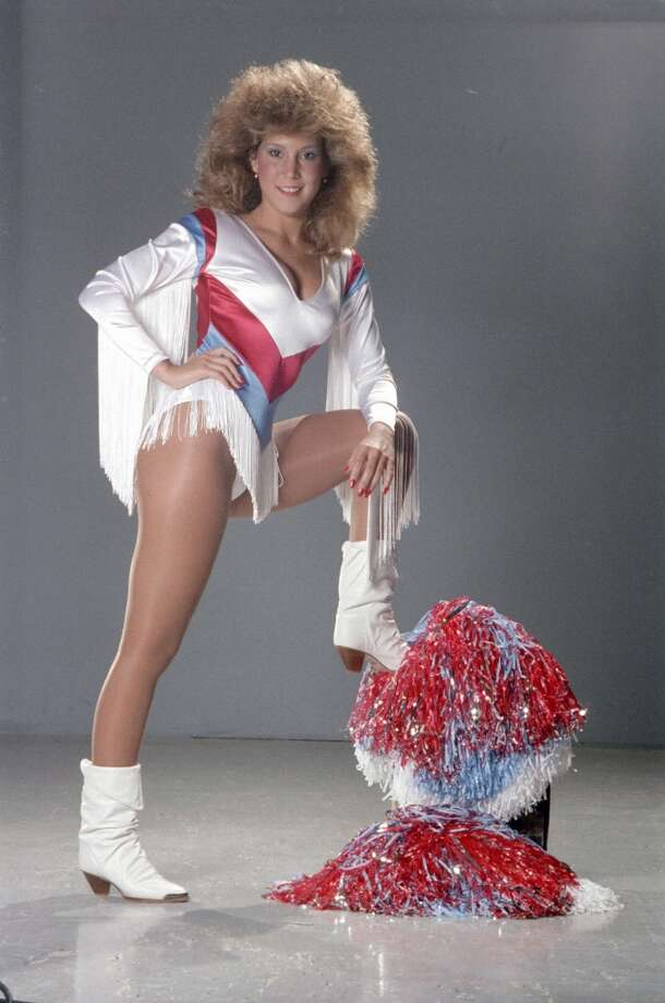A Derrick Dolls cheerleader in 1985. Photo: Ben DeSoto, © Houston Chronicle