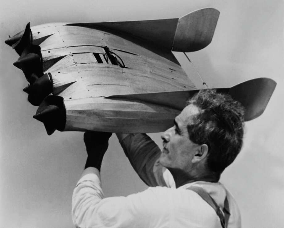 Mr Nicholson Holding His New Model Of An Airship Plane In Los Angeles On 1930  (Photo by Keystone-France/Gamma-Keystone via Getty Images) Photo: KEYSTONE FRANCE, Multiple / KEYSTONE FRANCE