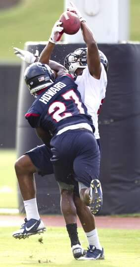 Wide receiver Alan Bonner goes up to make a catch with cornerback Travis Howard (27) defending.