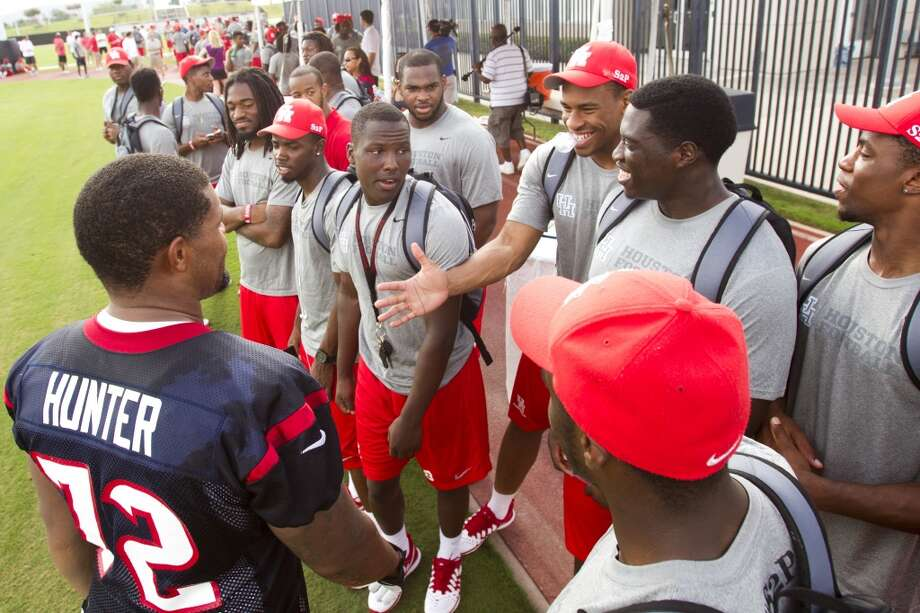 Texans nose tackle David Hunter (72), who played at the University of Houston, greets a group of UH football players after practice. Photo: Brett Coomer, Chronicle