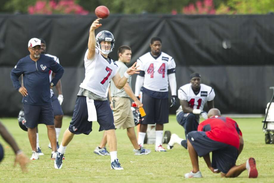 Quarterback Case Keenum (7) throws a pass. Photo: Brett Coomer, Chronicle