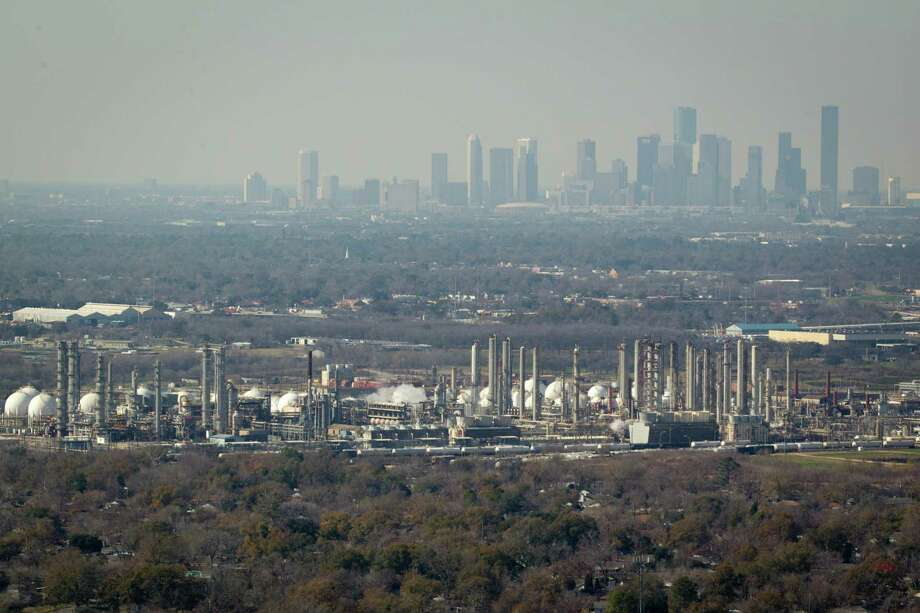 "Houston's moniker as ""the energy capital of the world"" also contributes to its recent ranking as seventh among the nation's smoggiest cities. Photo: Smiley N. Pool, HC Staff / Houston Chronicle"