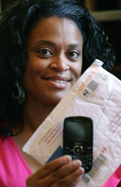 Tanya Hayes lost her cell phone which contained all her business contacts. She is grateful for its return. Photo: Bob Owen, San Antonio Express-News