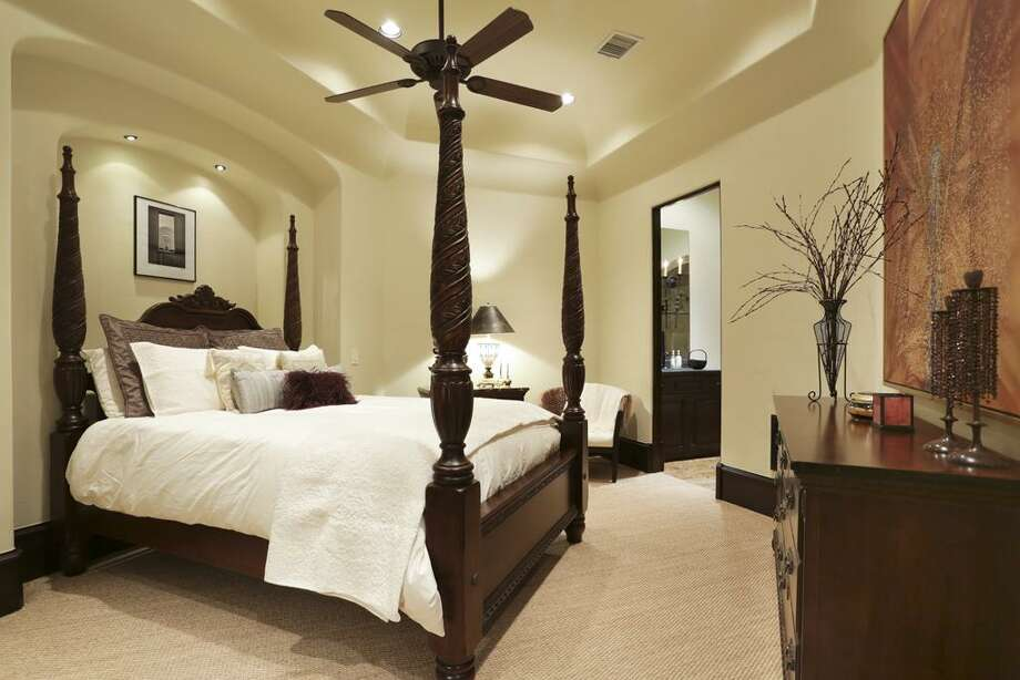 Second floor guest bedroom, with full bath