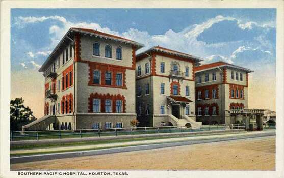 HOUSTON - 1914:  Vintage postcard showing the exterior of the Southern Pacific Hospital . (Photo by Lake County Museum/Getty Images) Photo: Curt Teich Postcard Archives, Getty Images / Archive Photos
