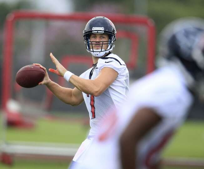 Quarterback Case Keenum (7) gets ready to throw the ball during Thursday's workout.