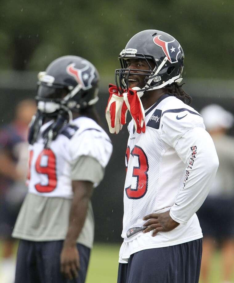 Fullback Greg Jones (33) looks on between drills. Photo: Karen Warren, Chronicle