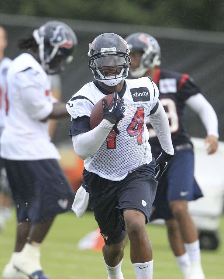 Running back Ben Tate (44) runs a drill. Photo: Karen Warren, Chronicle
