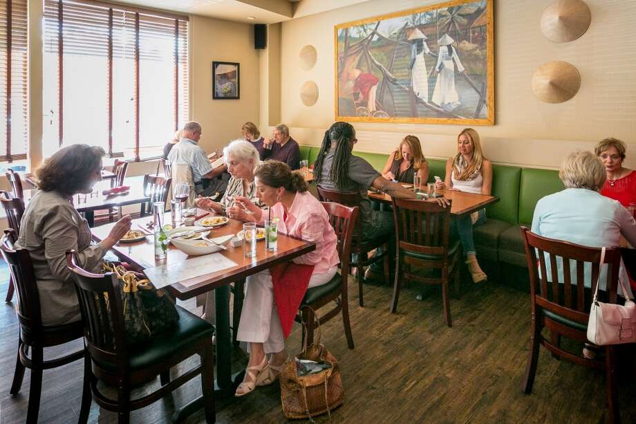 People have dinner at Vanessa's Bistro 2 in Walnut Creek. Photo: John Storey, Special To The Chronicle