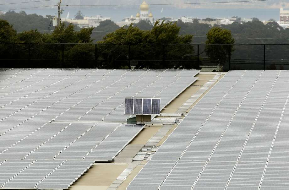 The roof of the Sunset Reservoir in San Francisco is covered with solar panels. Photo: Michael Macor, The Chronicle