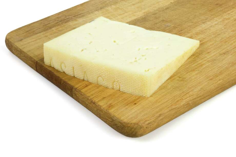 Asiago cheese Photo: PERRONE GIUSEPPE / spinetta - Fotolia